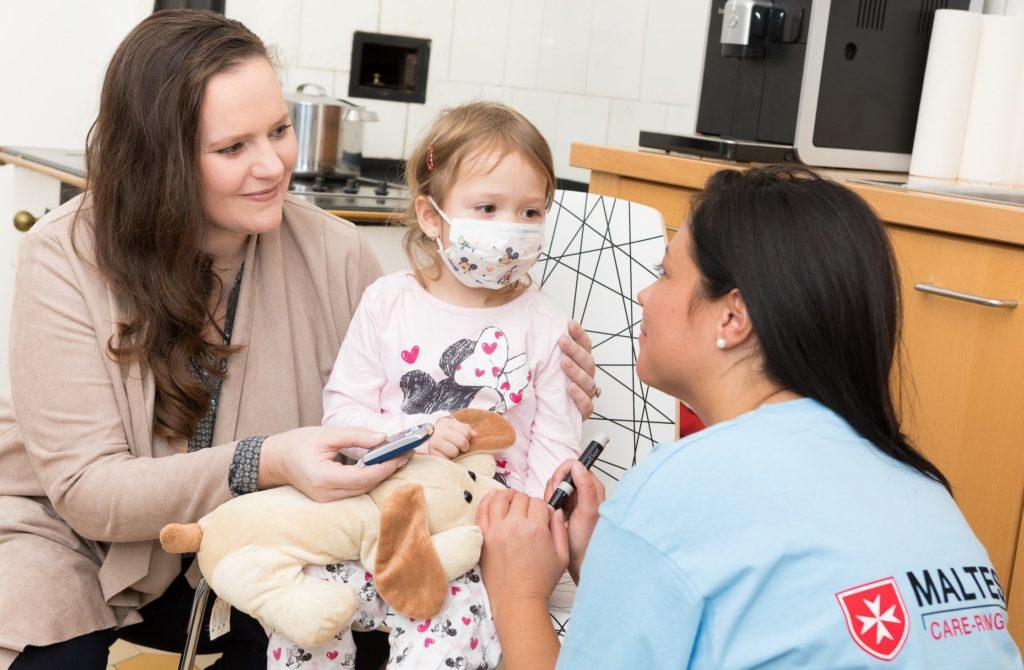 Krankes Kind in Betreuung von Malteser Care