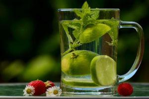 Malteser Care gute Tipps fuers heisse Wetter Trinken